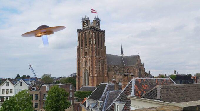 UFO vliegende schotel Dordrecht Grote Kerk Dordtse Dom