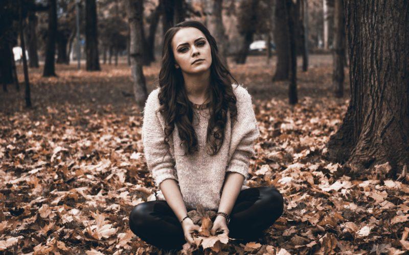 eenzaamheid-dordrecht-meisje-verdrietig-800x500