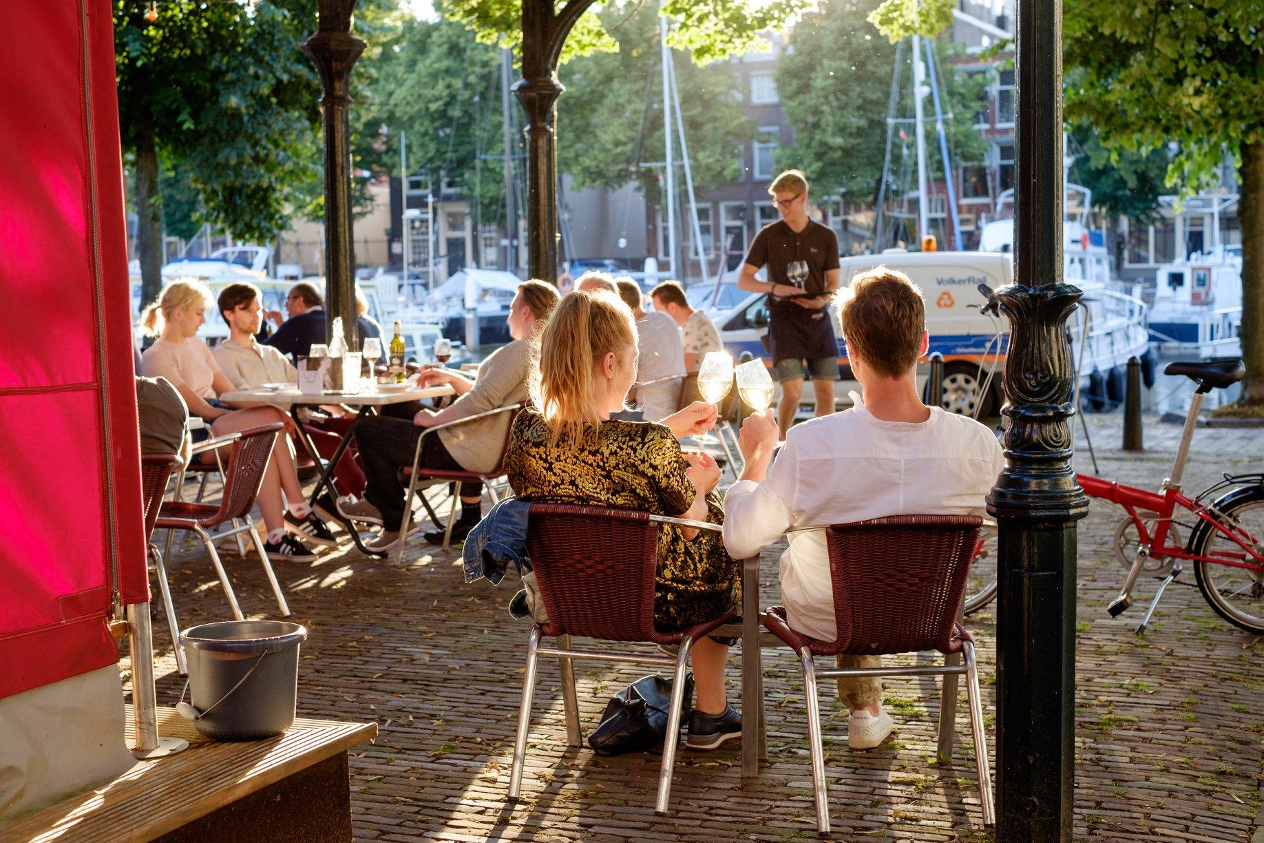 Terras Dordrecht lekker weer winkelen