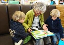 Voorlezen kinderen peuters kleuters voorleesuurtje - indebuurt Dordrecht.jpg