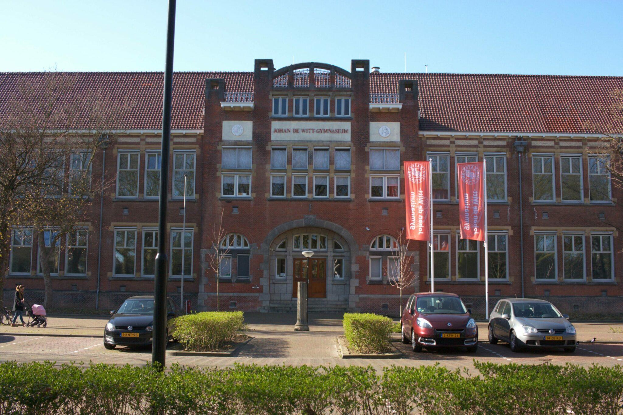 Johan de Witt-gymnasium middelbare school - indebuurt Dordrecht.jpg