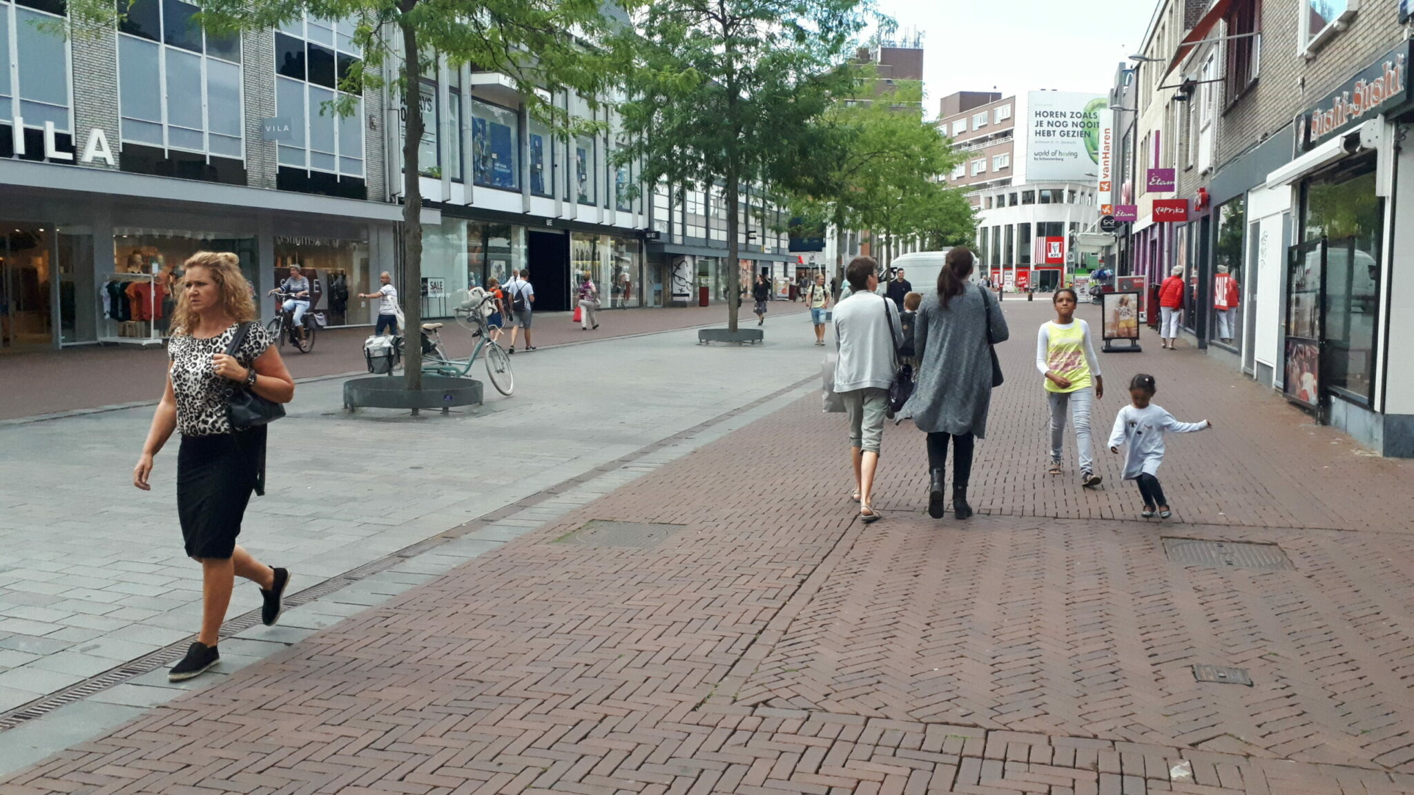 Sarisgang winkelen aanbiedingen acties shoppen IDBstock