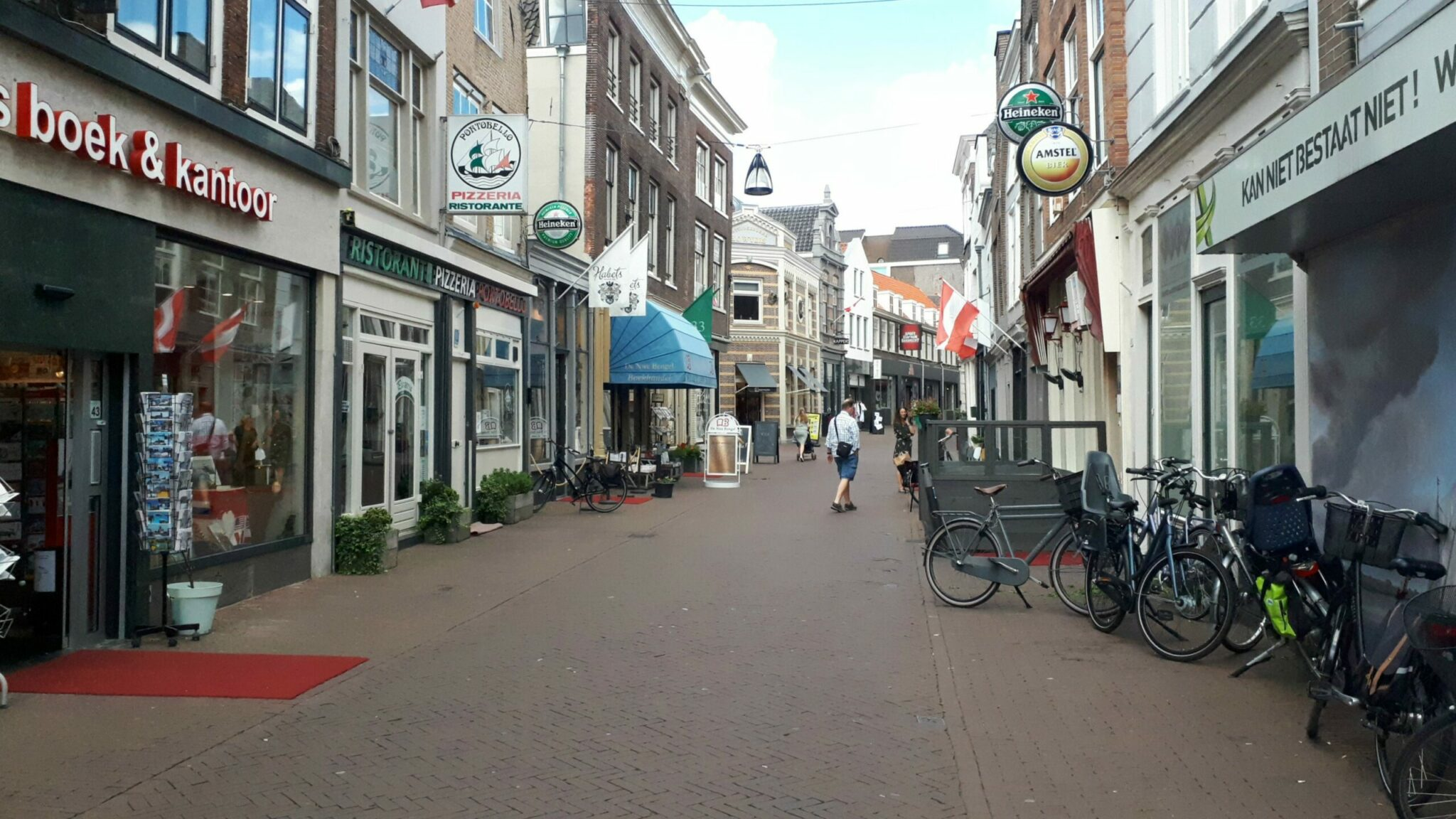 Vriesestraat winkelen aanbiedingen acties shoppen IDBstock