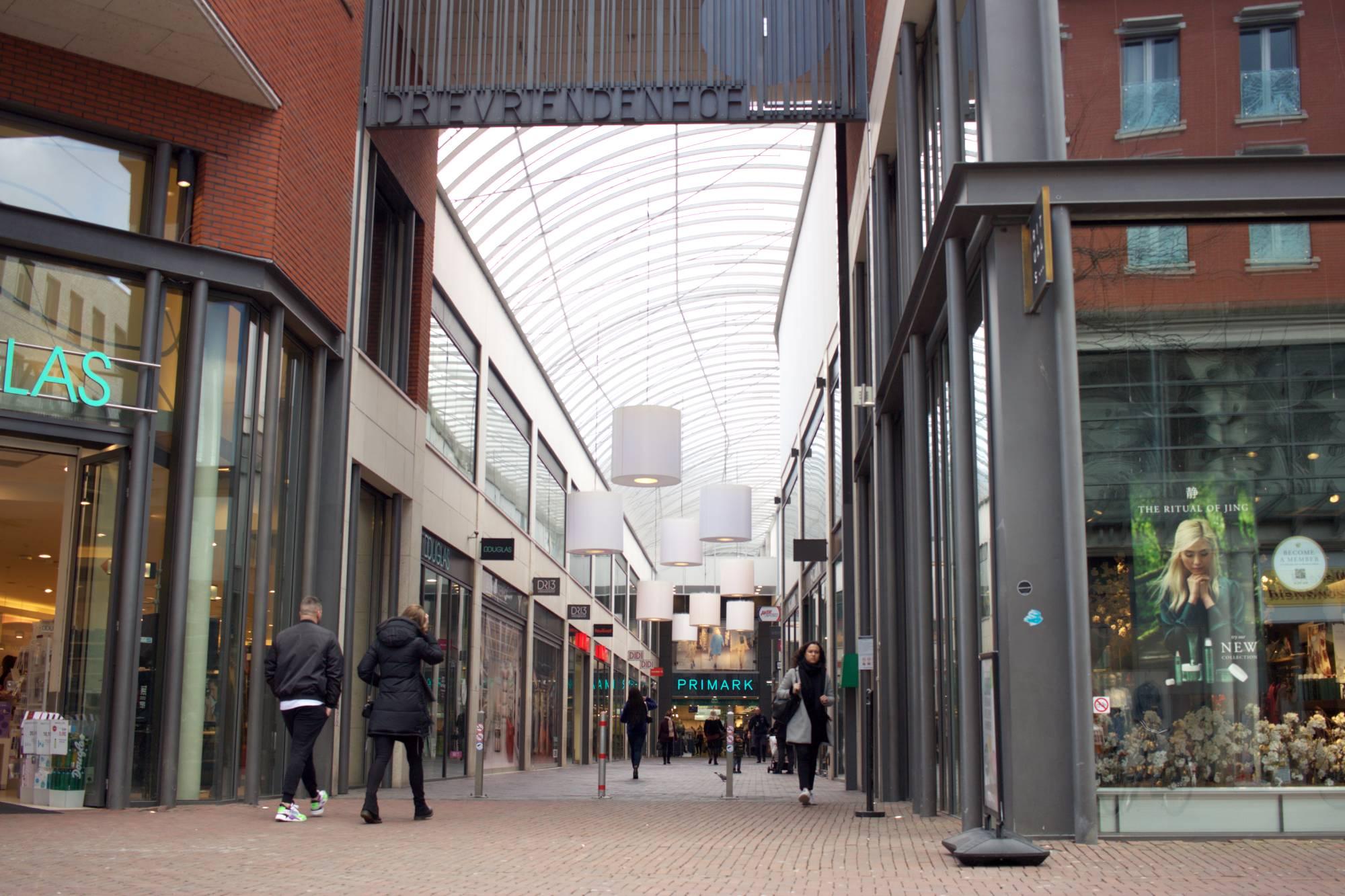 Drievriendenhof winkelcentrum winkelen shoppen aanbiedingen