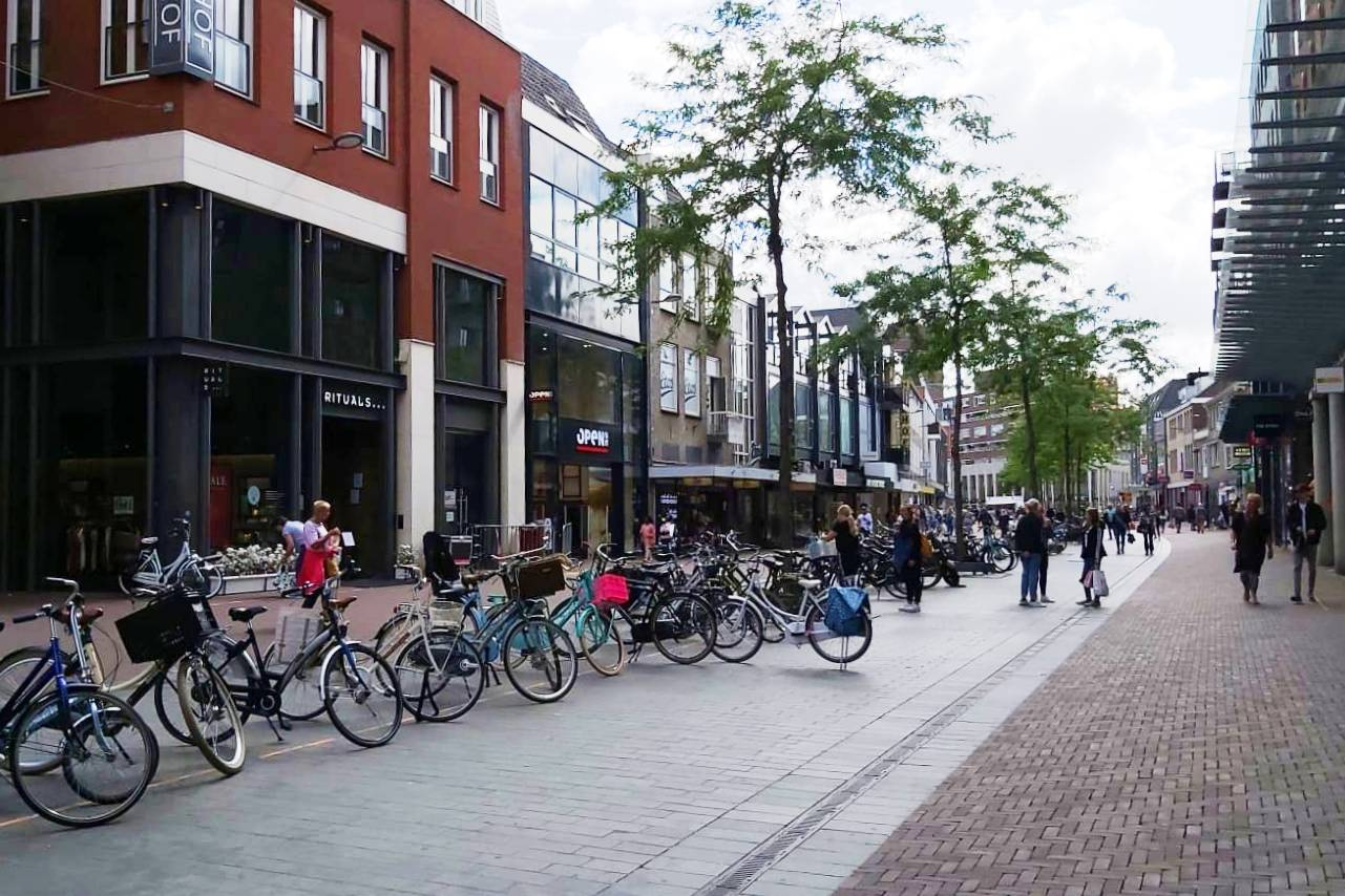Sarisgang aanbiedingen winkelen Dordrecht binnenstad IDBstock