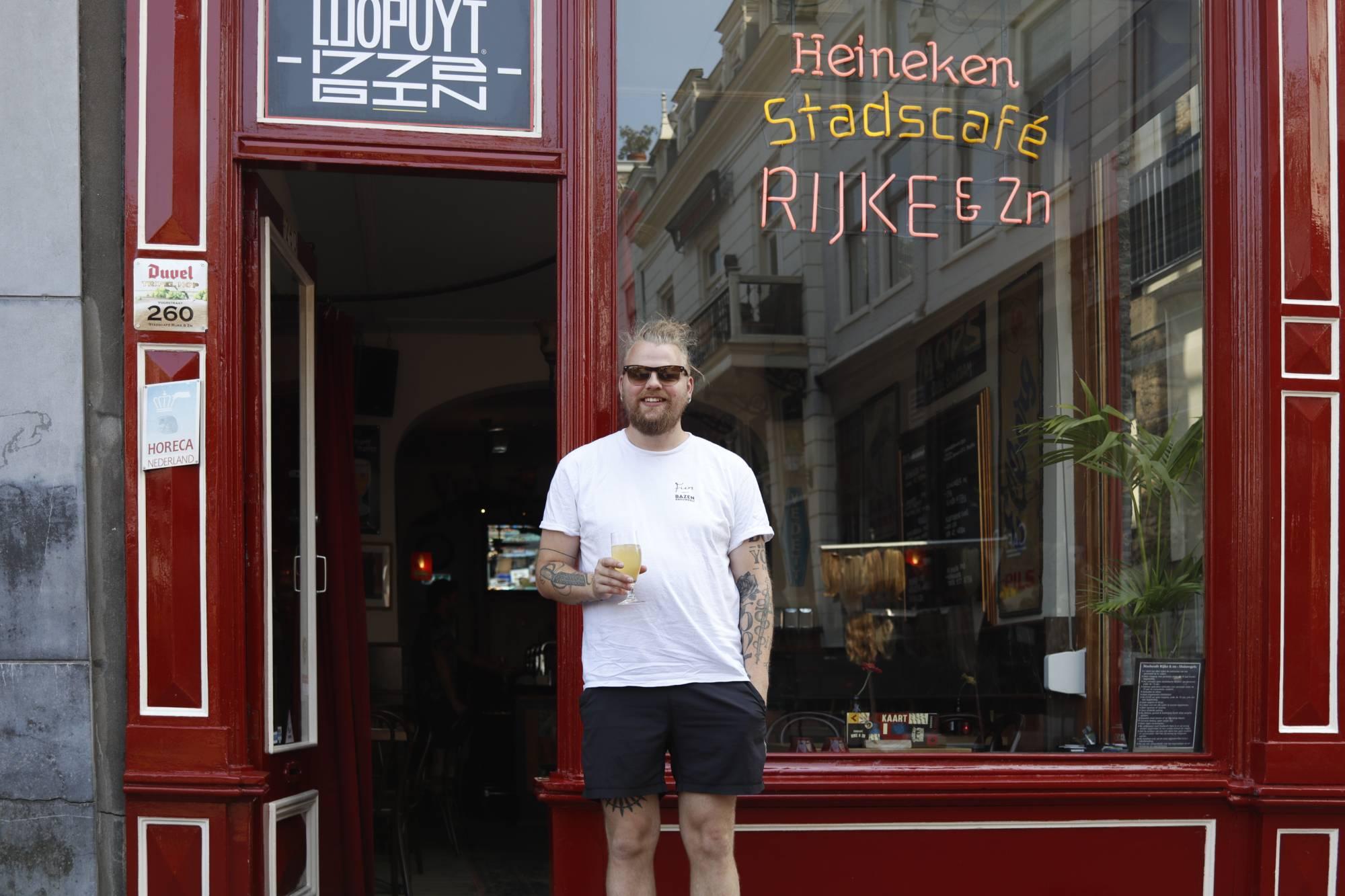 John de Kort Stadscafé Rijke zn. Dordrecht Scheffersplein.jpg