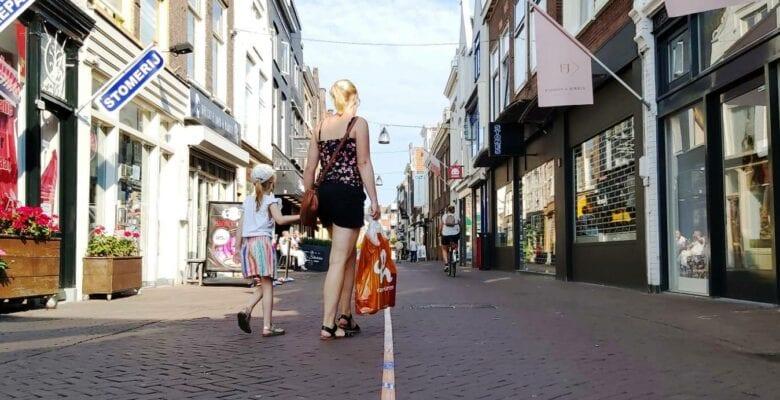 Vriesestraat Dordrecht winkelen aanbiedingen IDBstock