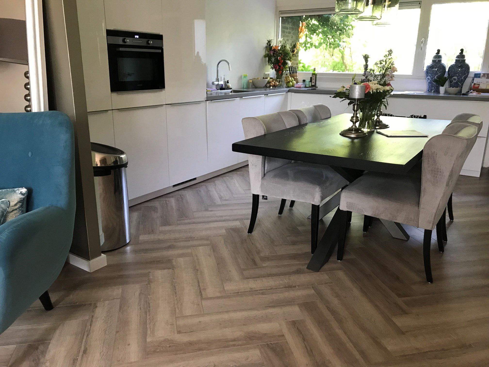 Alpon Parket visgraat vloer klant hout pvc laminaat Dordrecht vloerenspeciaalzaak