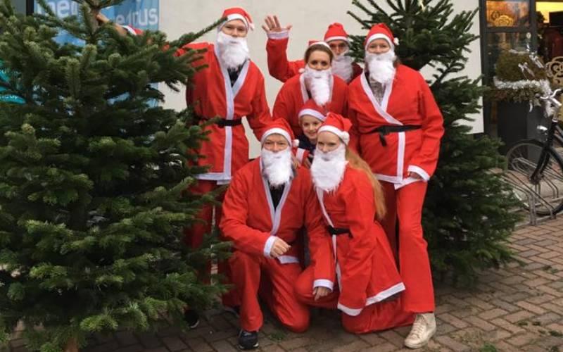 Kerstbomen kerstboom kopen Dordrecht kerst 2020 kerstboomverkoop Vrije Tijds Centrum VTC Deense Nordmann spar