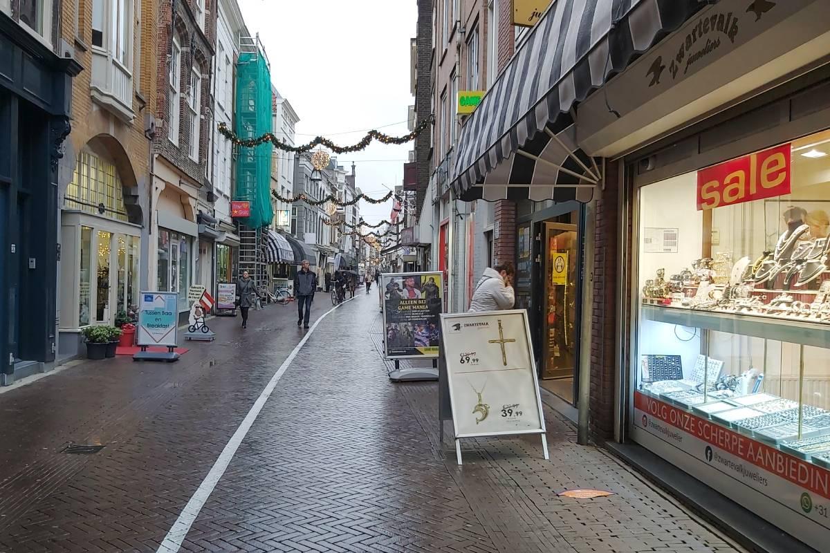 Winkelen Voorstraat anderhalve meter corona Dordrecht aanbiedingen
