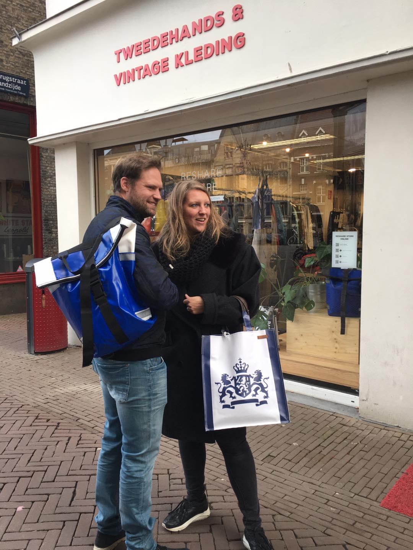 Tweedehands vintage kleding winkel shoppen Dordrecht Voorstraat Reshare Store