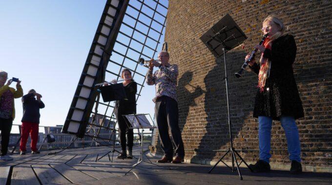 Drechtstad Muziekvereniging taptoe 4 mei 2020 - molen Kyck over den Dyck