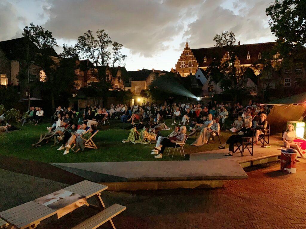Film in de achtertuin the movies 2021 buitenbios buitenbioscoop openluchtbioscoop Kloostertuin filmfestival Dordrecht