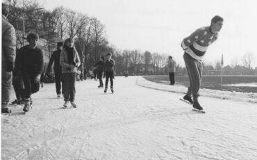Schaatsen op de ijsbaan achter de Reehorst