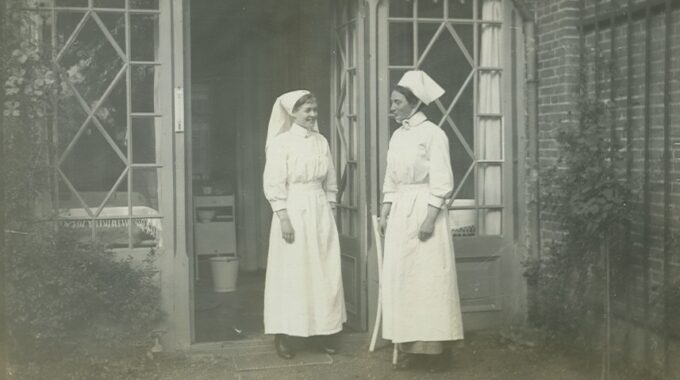 Zusters bij ziekenhuis Bethanië