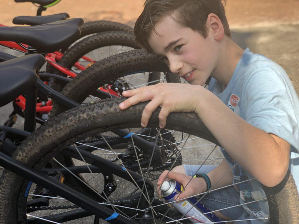 Edin tussen zijn mountainbikes