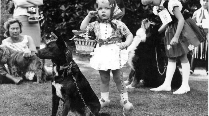 Een Edes kind tijdens een show in het Openluchttheater in de jaren zestig