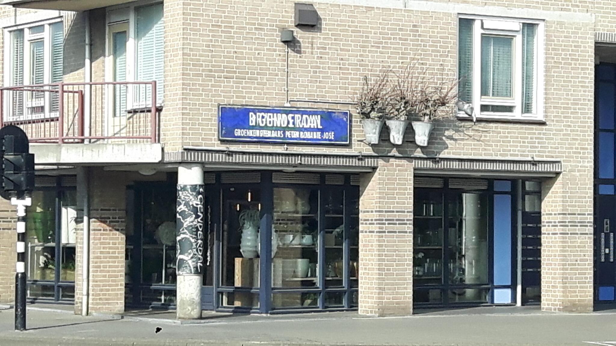 Bord bij bloemenzaak 't Genderdal