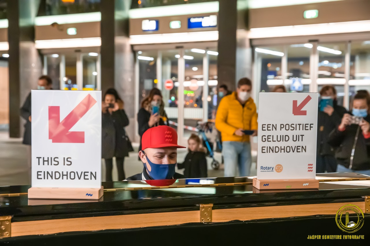 station eindhoven centraal piano