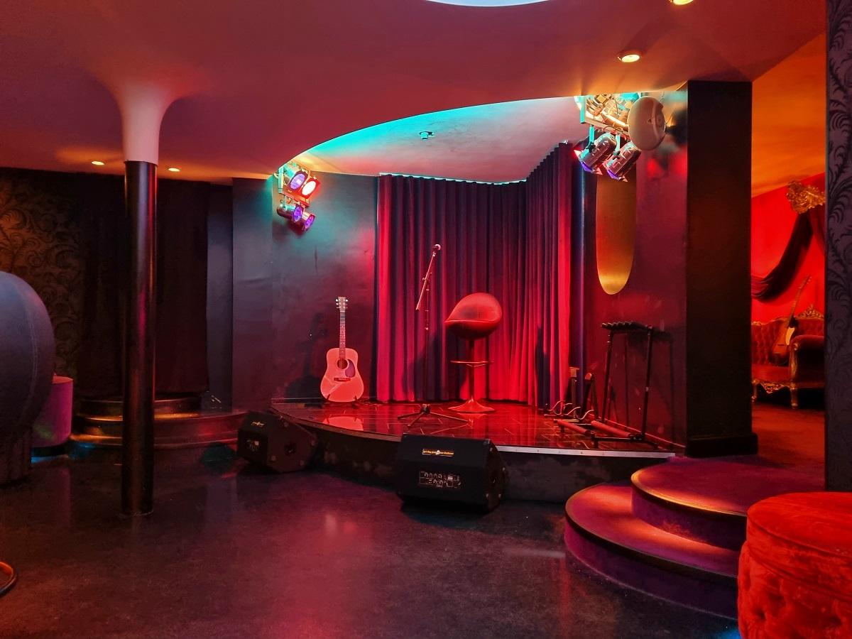 Let's Play Guitar Centre
