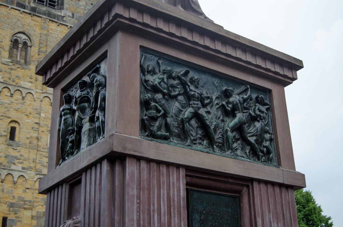Oude markt fontein stadsbrand monument Enschede