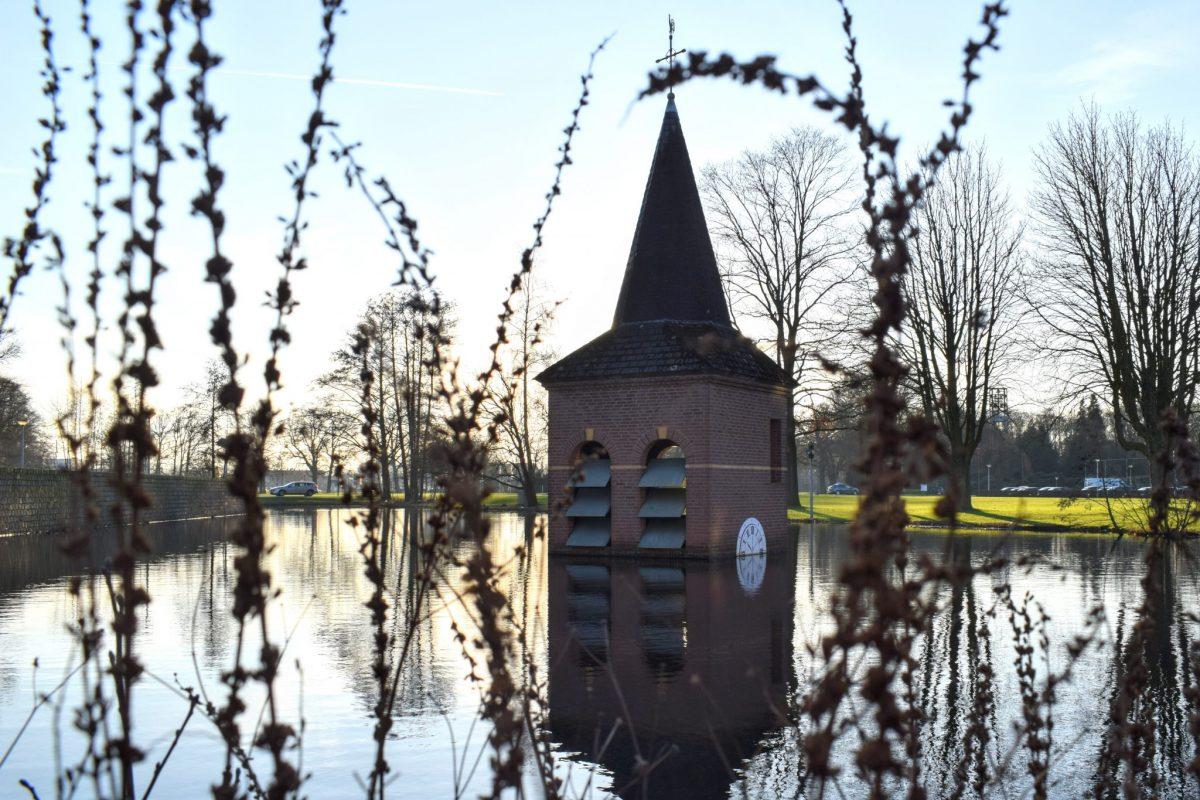 Toren in de vijver Torentje van Drienerlo