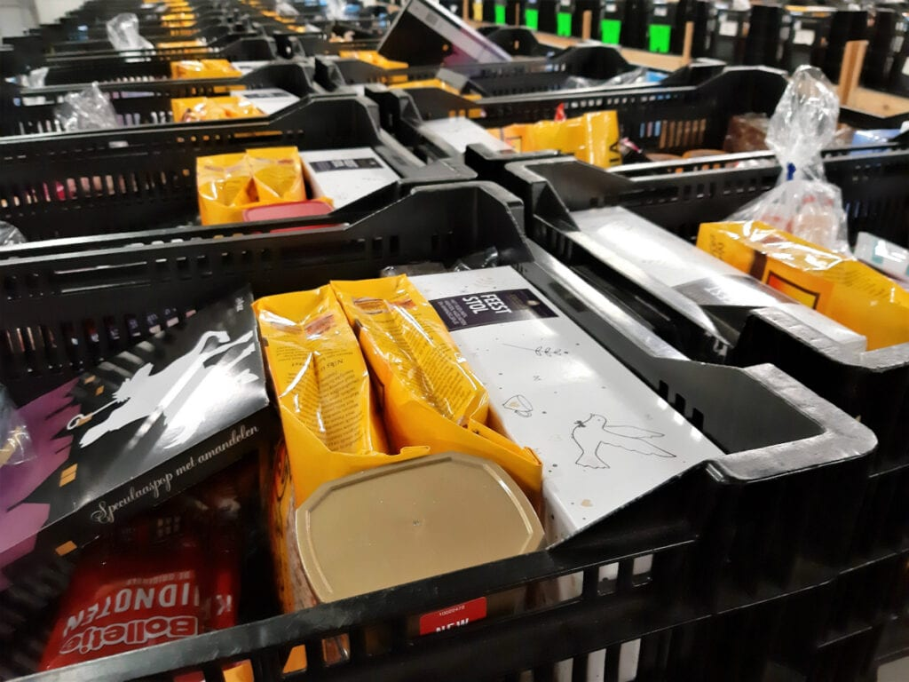 kratten met boodschappen voedselbank