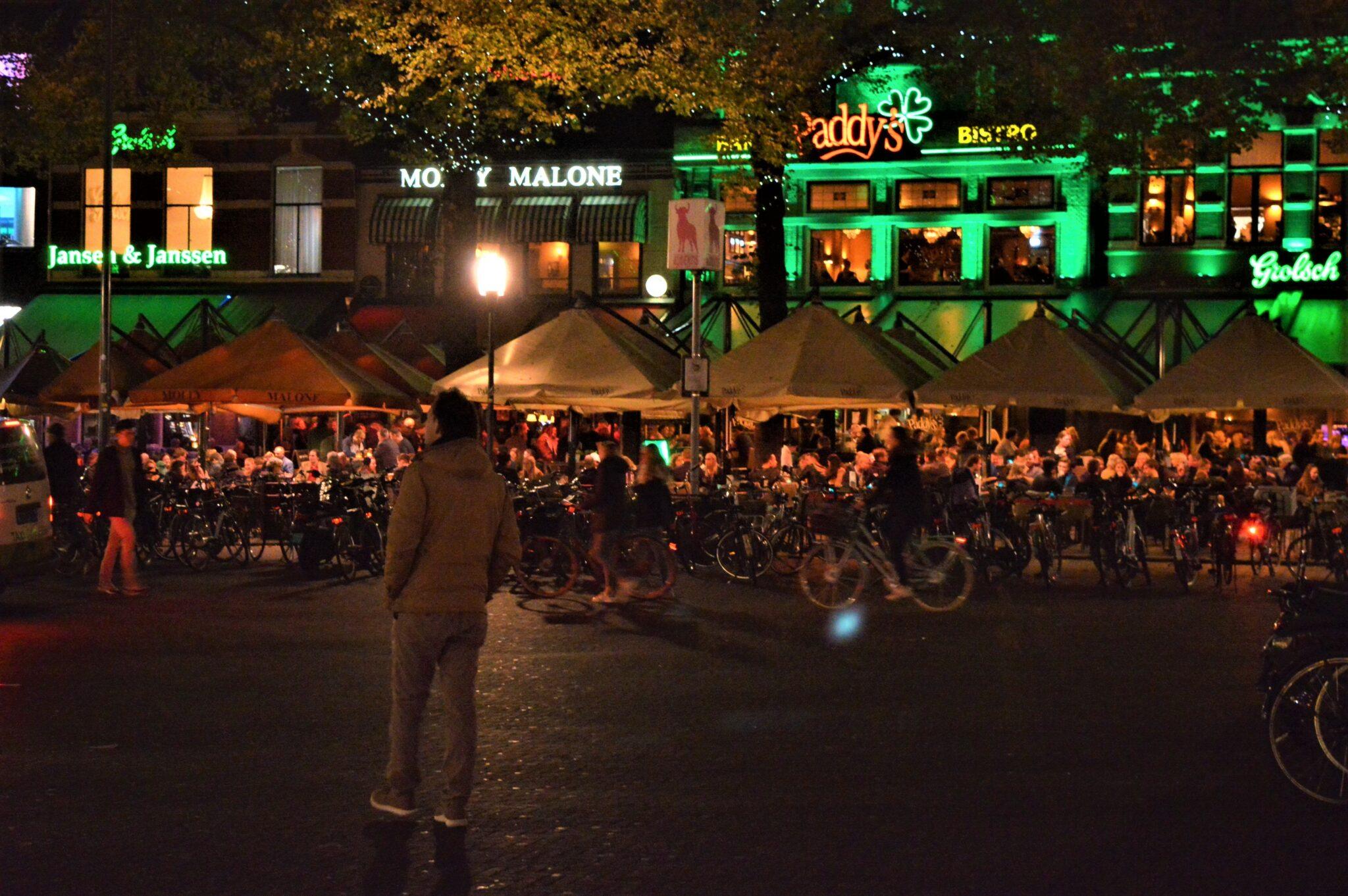 Oude Markt 's avonds_1