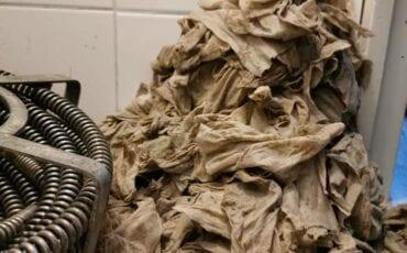 vochtig toiletpapier doorspoelen 3