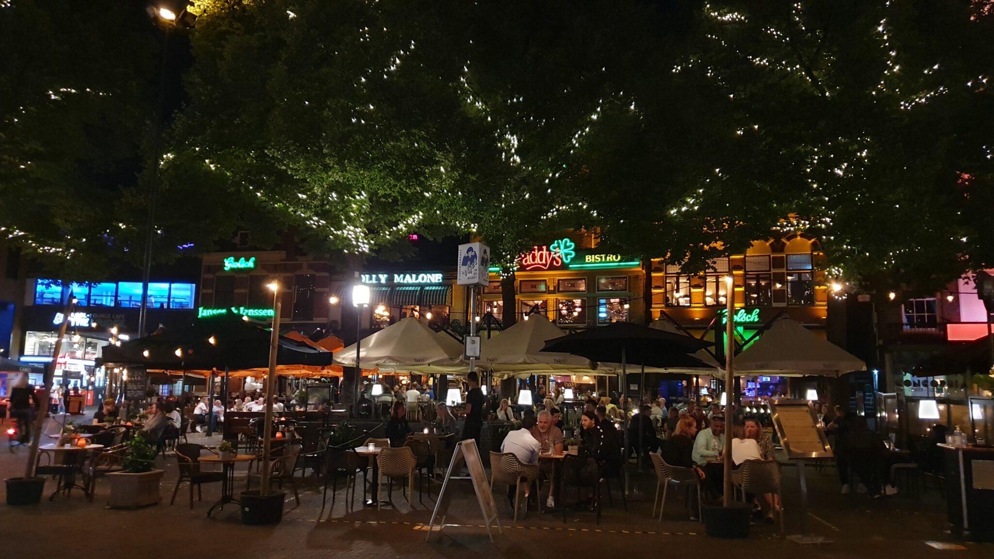 oude markt avond