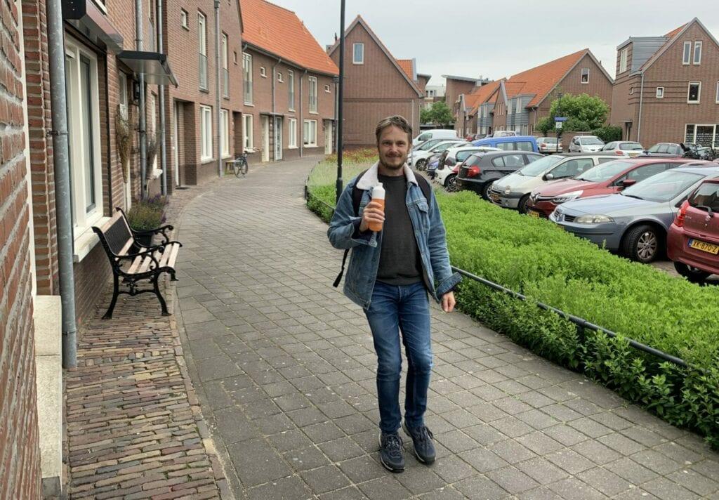 René loopt de Alternatieve Wandelvierdaagse