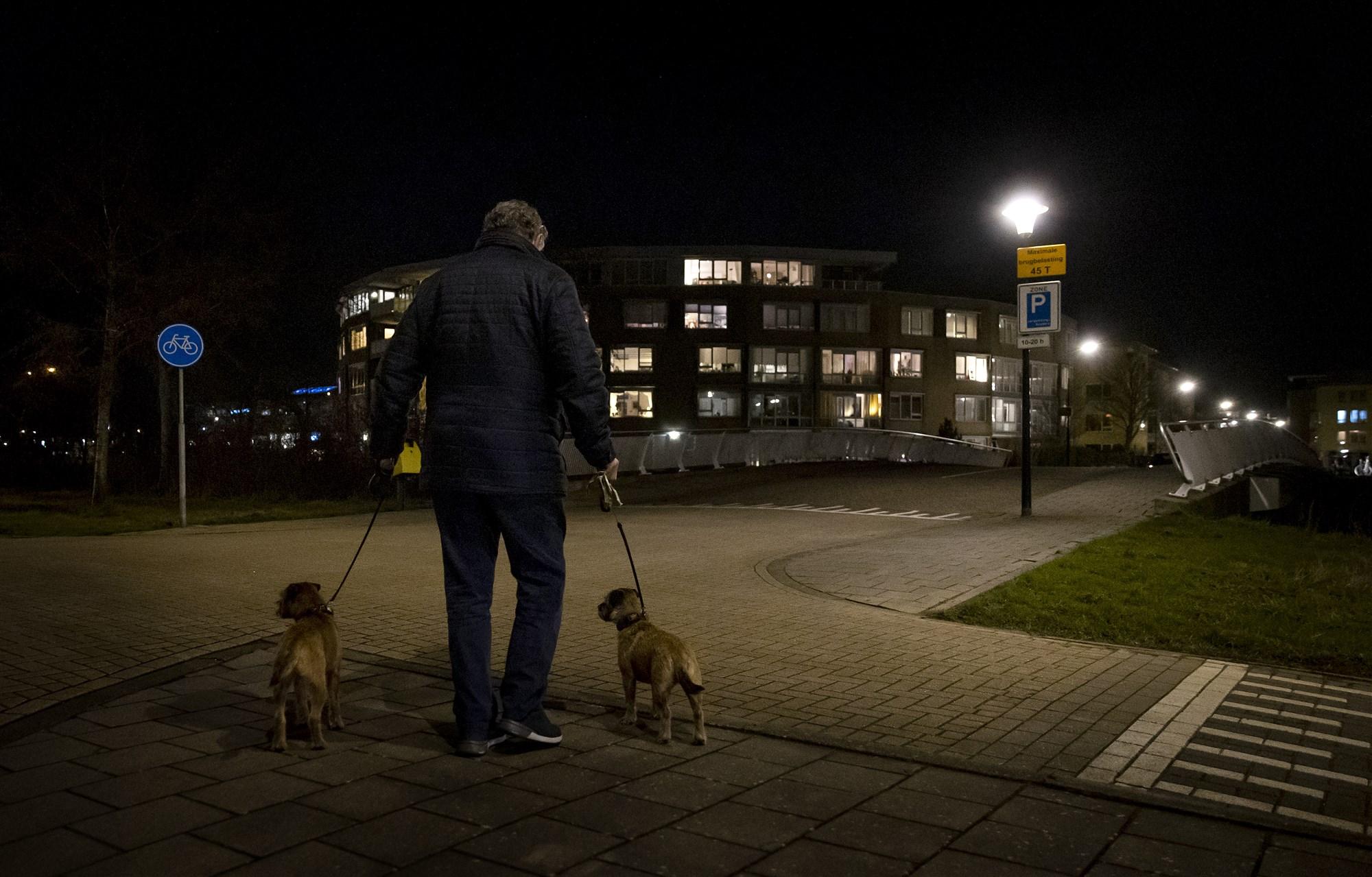 hond uitlaten tijdens avondklok_ANP