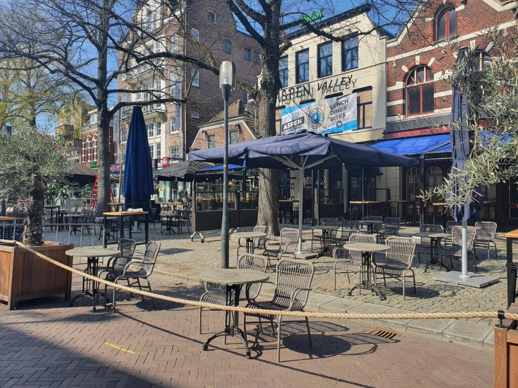 Terrassen in Enschede mogen open: alle regels op een rij