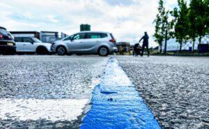 blauwe parkeerzone op de brouwerij (1)