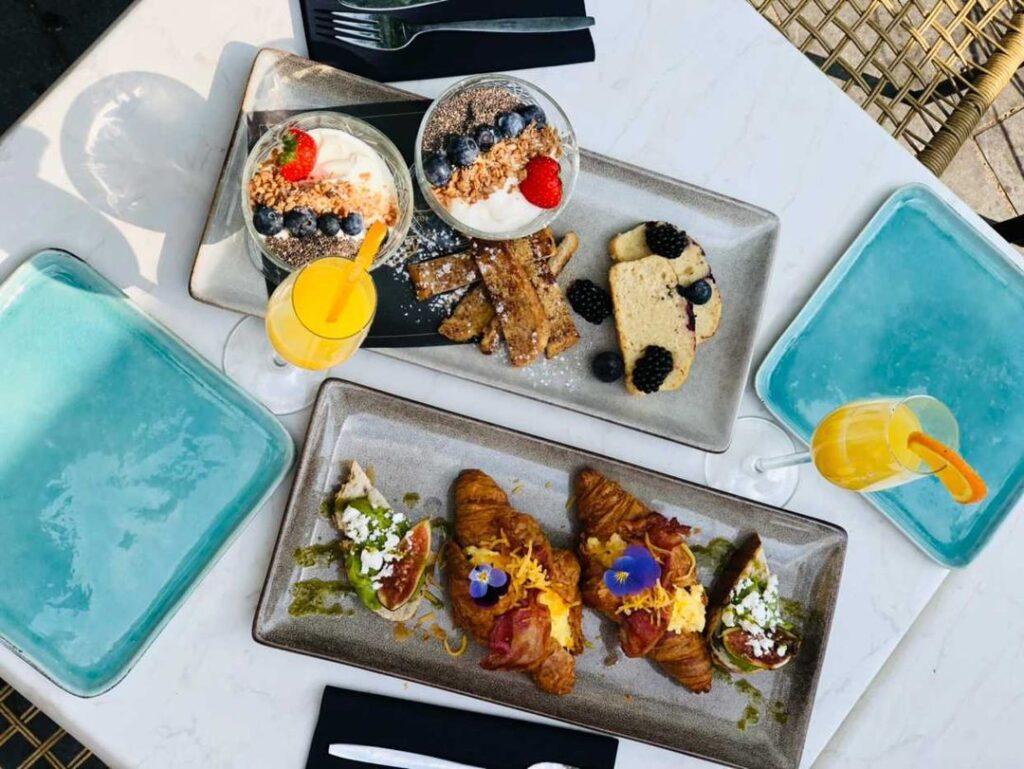 golden breakfast-