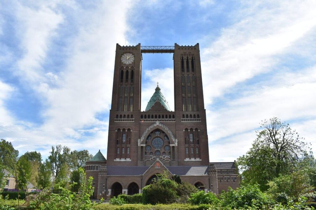klim naar het licht kathedrale basiliek sint bavo haarlem loopbrug