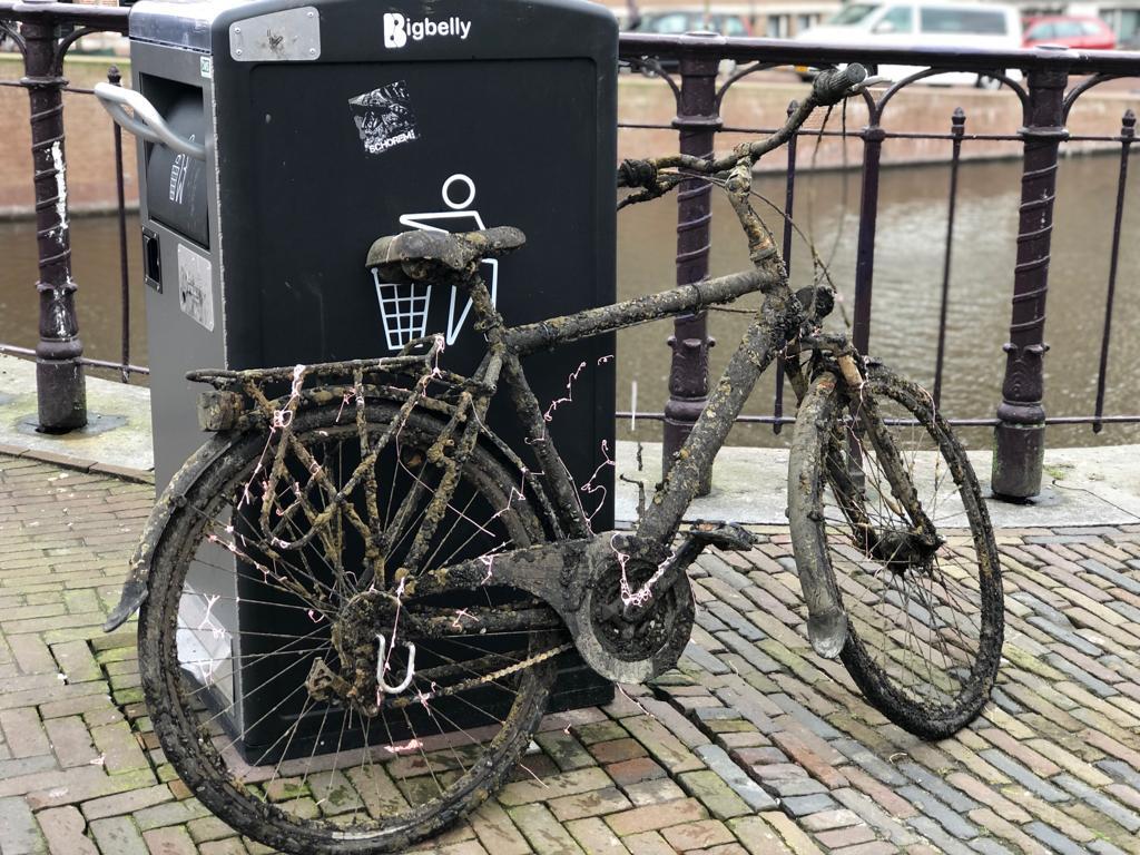 fiets nieuwe gracht haarlem water magneetvissen