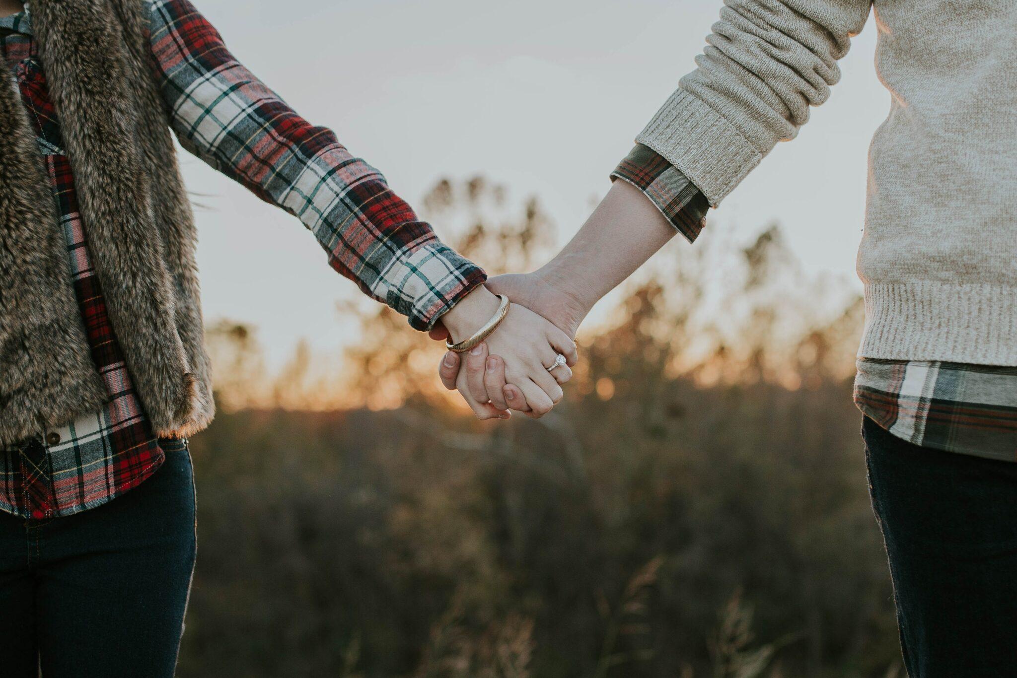 date-hand-vasthouden