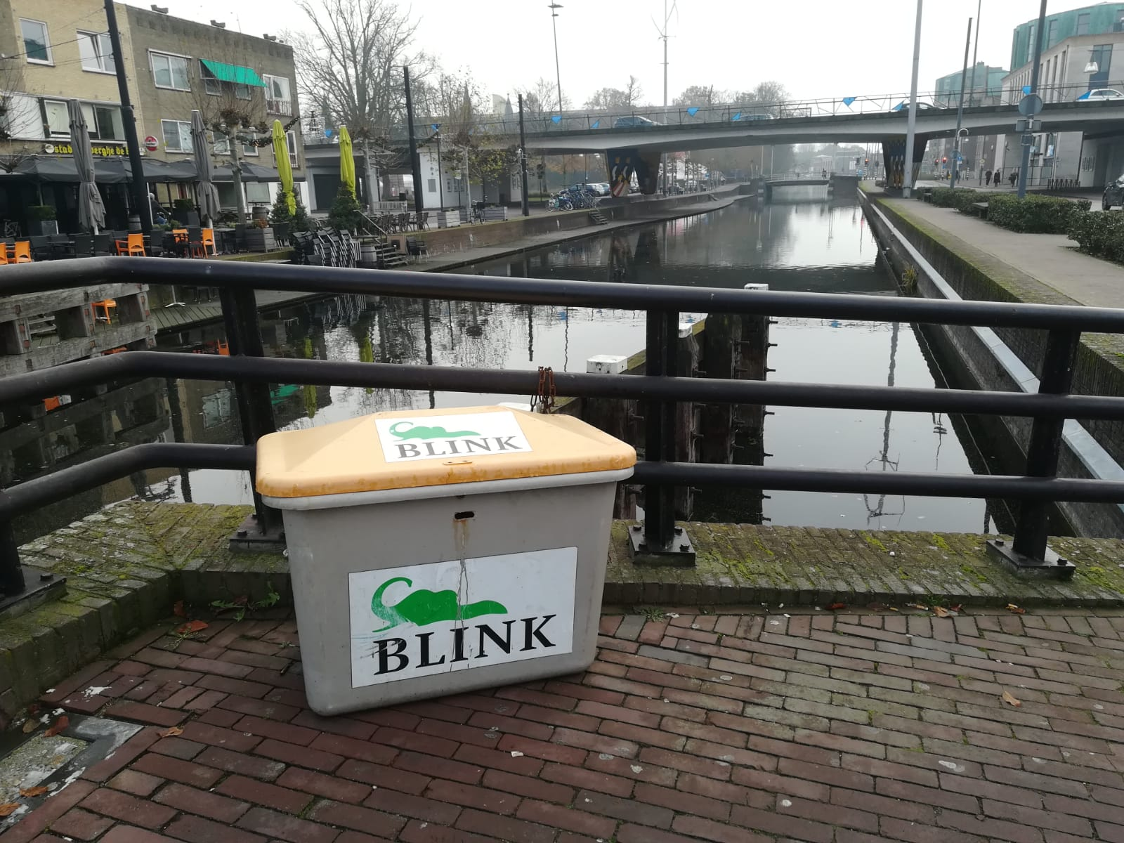 Blink container