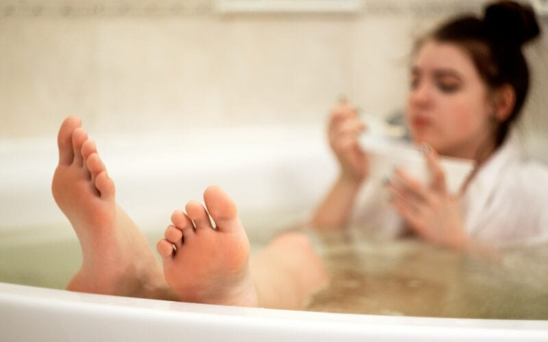 La Plus Belle voetenverzorging (Photo by Artem Labunsky on Unsplash)
