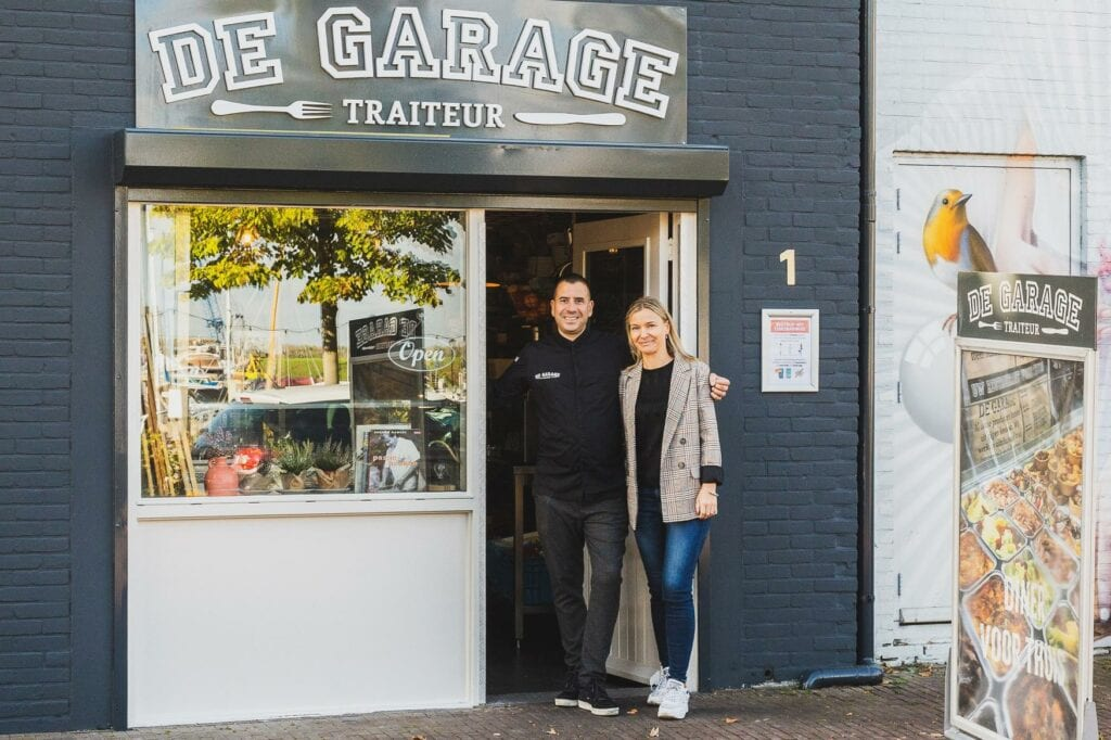De Garage Traiteur - Edwin en Aneta voor de zaak