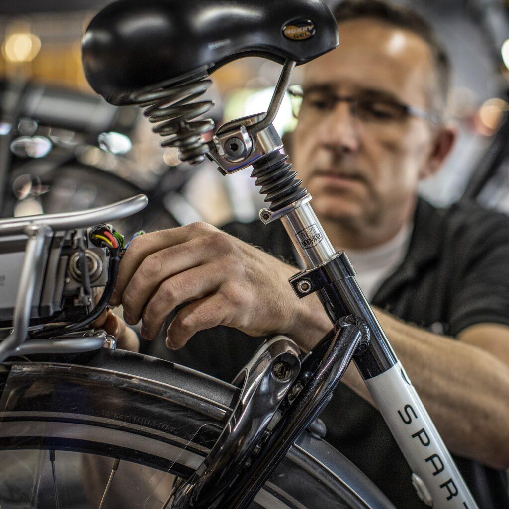 Tweewielercentrum 's-Gravendeel Hoeksche Waard fietsenwinkel fietsreparatie fietshandel Hans de Lijster