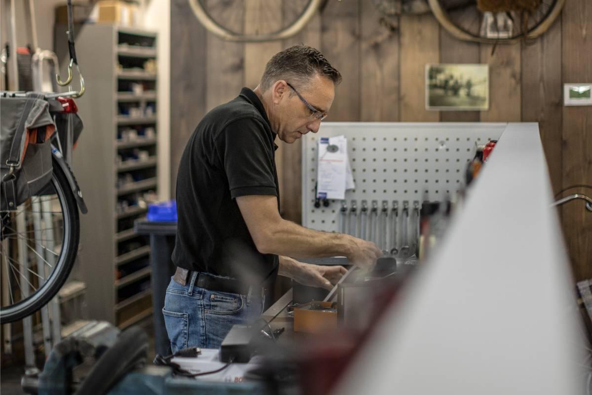 Tweewielercentrum 's-Gravendeel fietsenwinkel fietsreparatie Hoeksche Waard Hans de Lijster