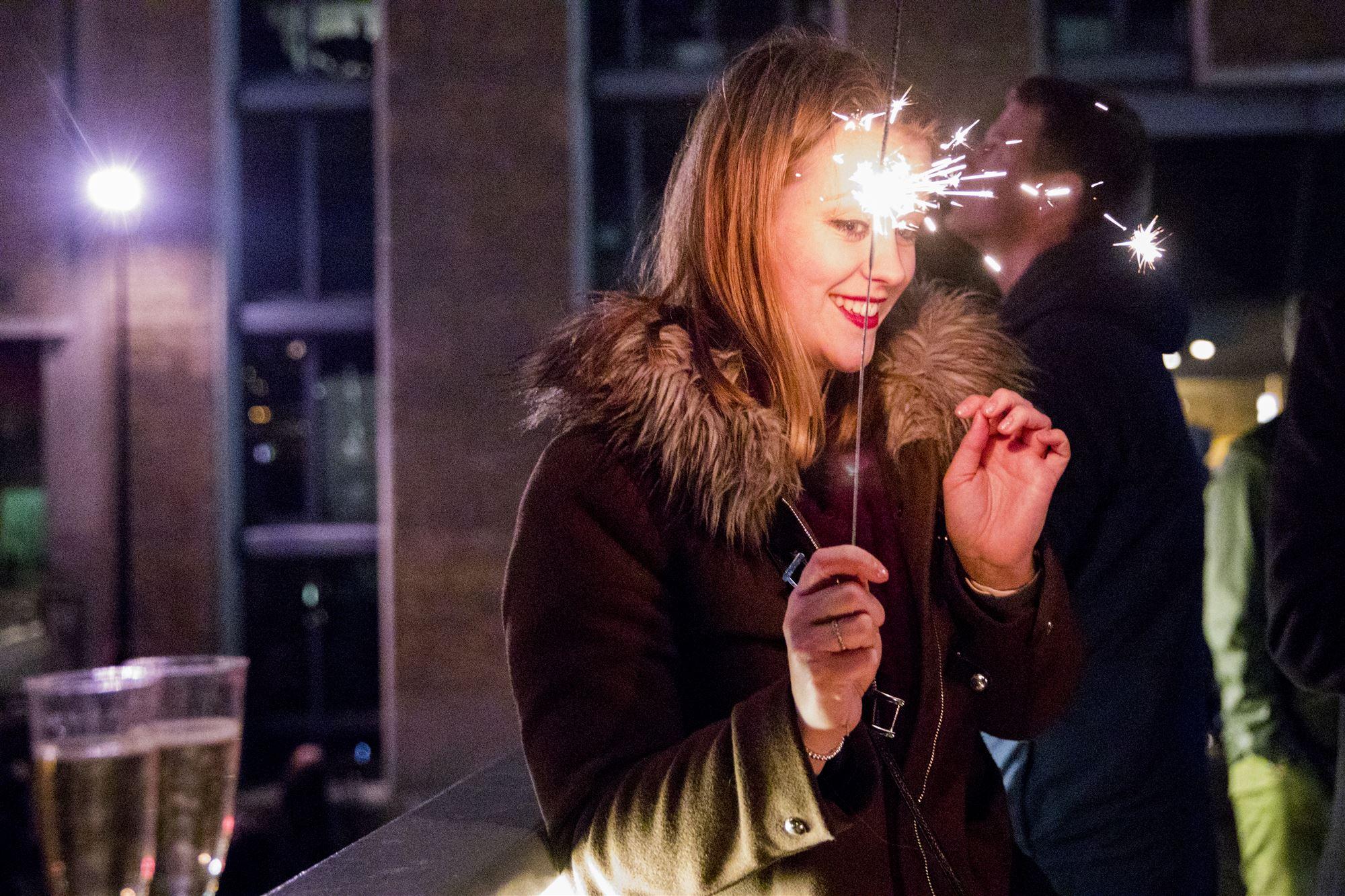 Oud en nieuw nieuwjaar vuurwerk sterretje