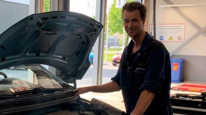 Van der Linden Groep automonteur Rob