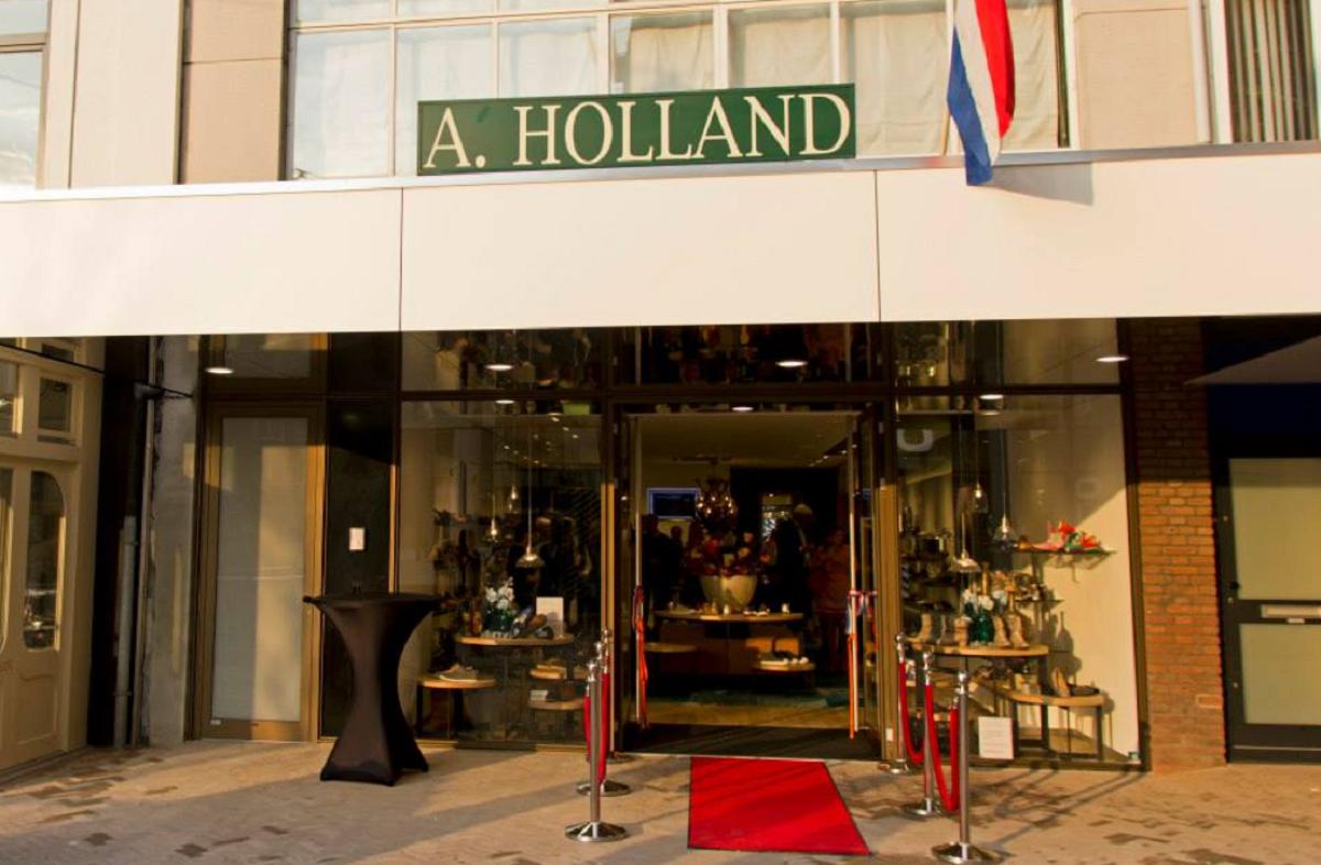 A. Holland Schoenen