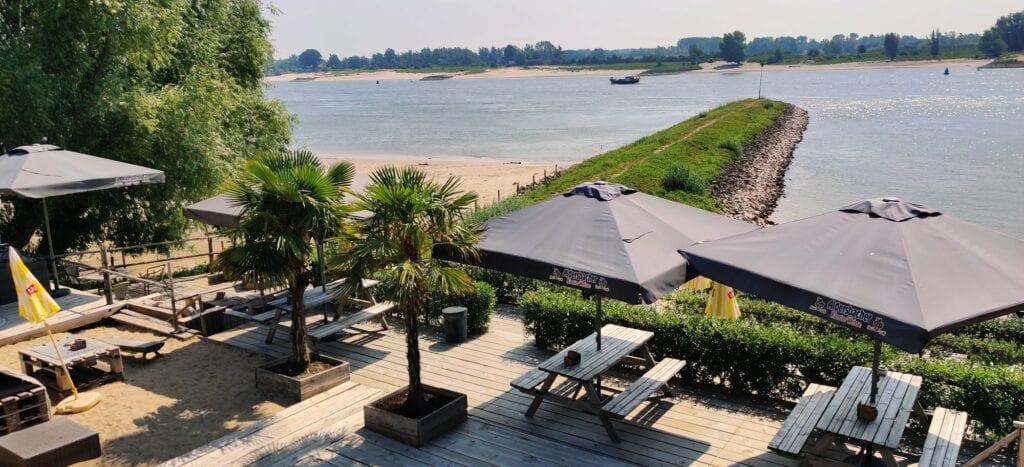 terrassen aan het water in Nijmegen