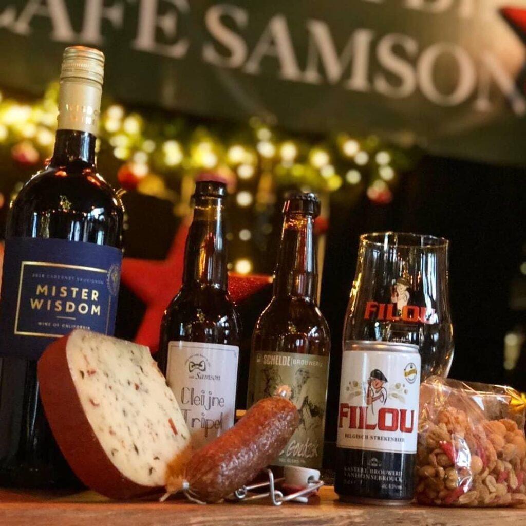 Een hele dikke, knaller van een stout, in verschillende periodes gerijpt op verschillende Schotse whisky vaten (Burnside, Highland Park en Glen Goyne) en vervolgens geblend tot perfectie. De Moersleutel bestaat vier jaar. En dat vieren (no pun intended) zij met een viergangendiner.