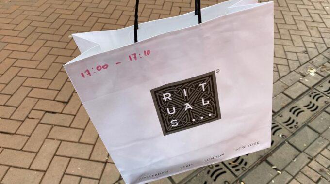 shoppen winkelen op afspraak rituals tasje