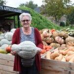 inwoner van de week Bertie Keizer bij haar pompoenen in Ermelo. Foto indebuurt Randmeren